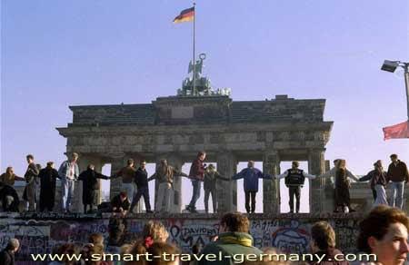 brandenburg gate 1989 - photo #10